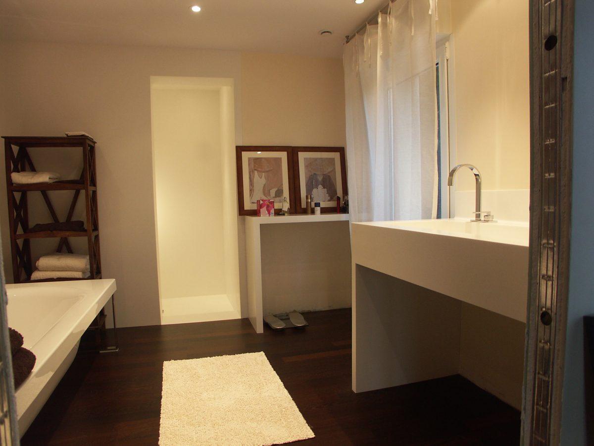 Salle de bains Corian®/bois