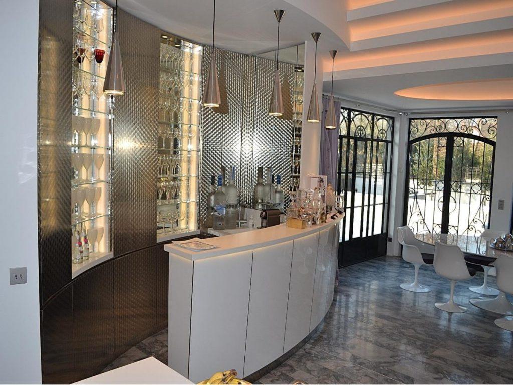 aménagement d'intérieur : bar - ateliers courtois - spécialiste