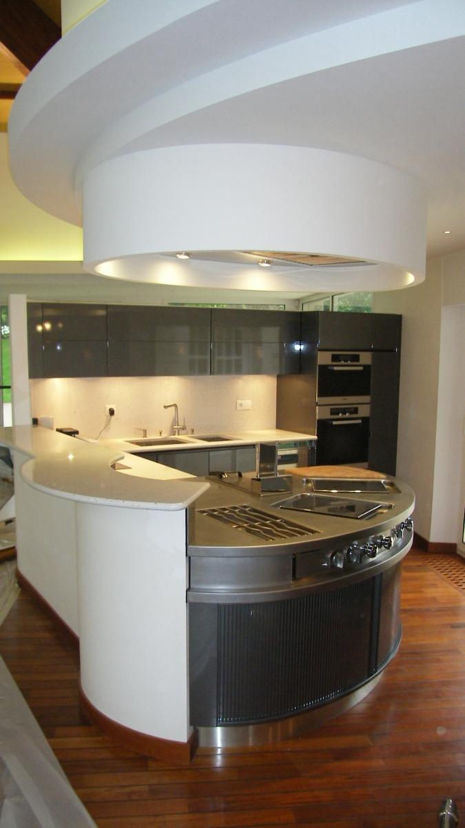 Aménagement d'intérieur : cuisine, cave, salon, bibliothèque ...